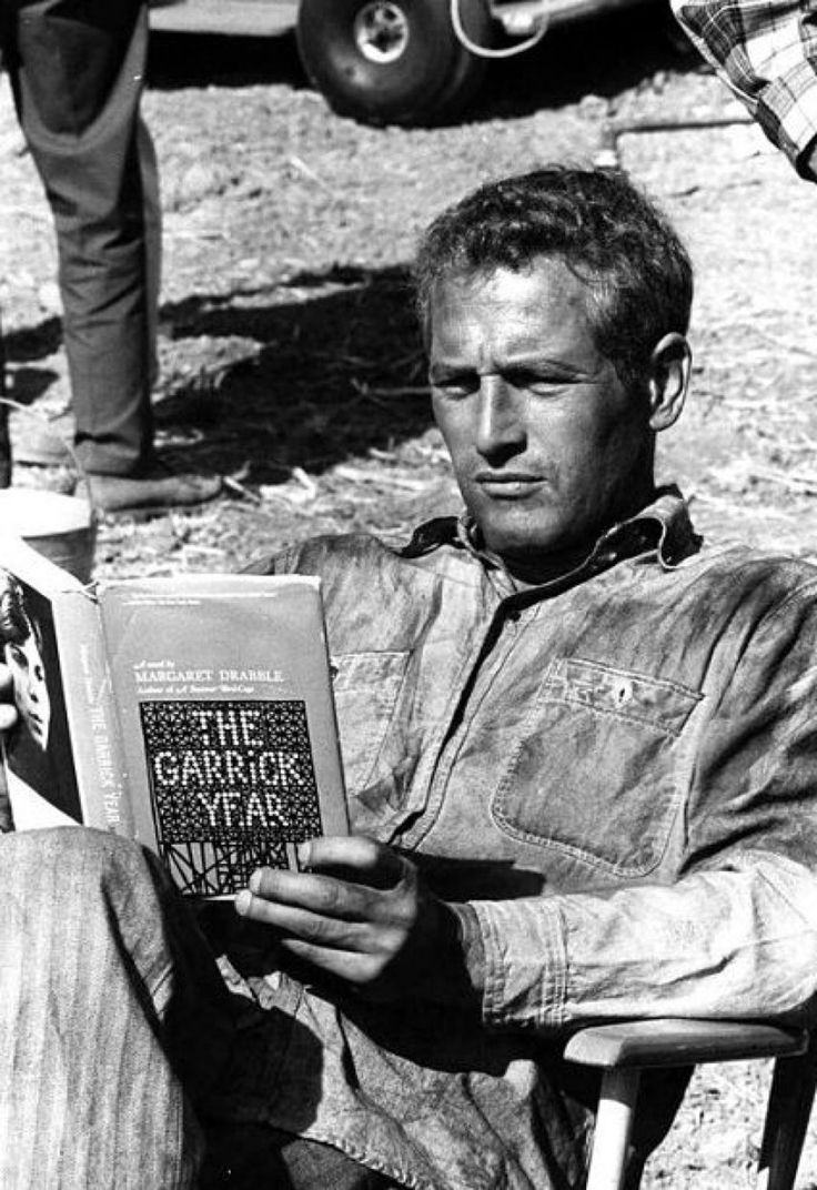 Paul Newman reading Margaret Drabble .  Credit: ebookPorn
